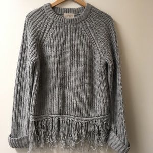 Moon River Medium gray oversized sweater w/ fringe